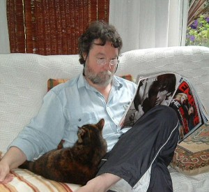 A quiet moment with Siouxsie. Her head is quite empty!